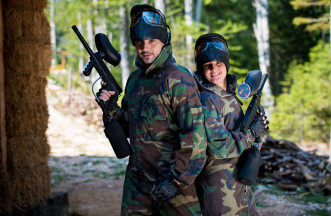 girl and guys paintball players team